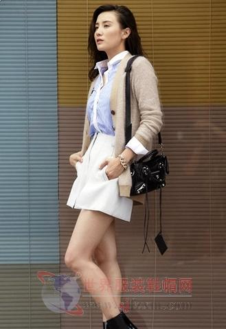 小宋佳青春美搭 针织衫穿出完美气质