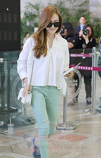 韩国明星街拍秀 白衬衣总能引领潮流-世界服装鞋帽网
