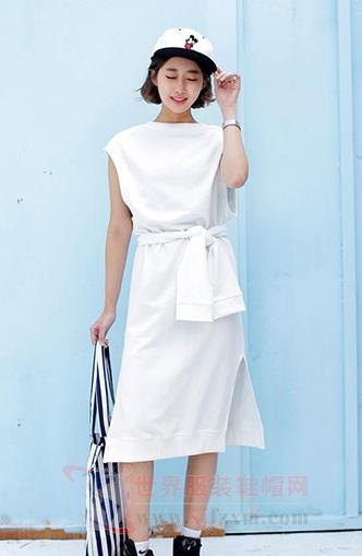 白色连衣裙颜色美 清新造型很脱俗