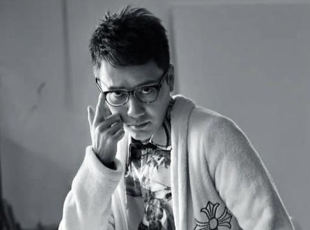 冯绍峰登《时装男士》五月封面 变潇洒艺术家