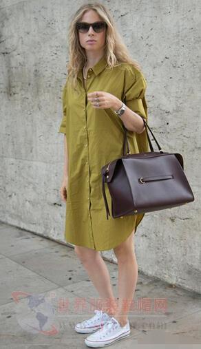 球鞋+衬衫裙打造简约时尚感 达人演绎完美搭配
